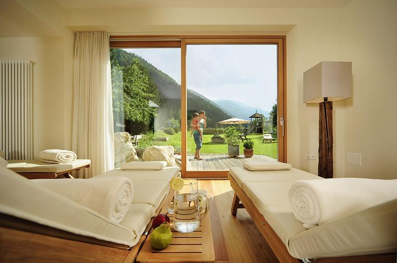 Arredamento Per Residence In Stile Moderno Zeus Mobilspazio Contract ...